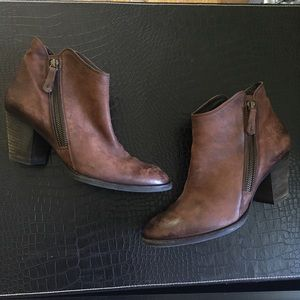 Paul Green Leather Exposed Zipper Booties